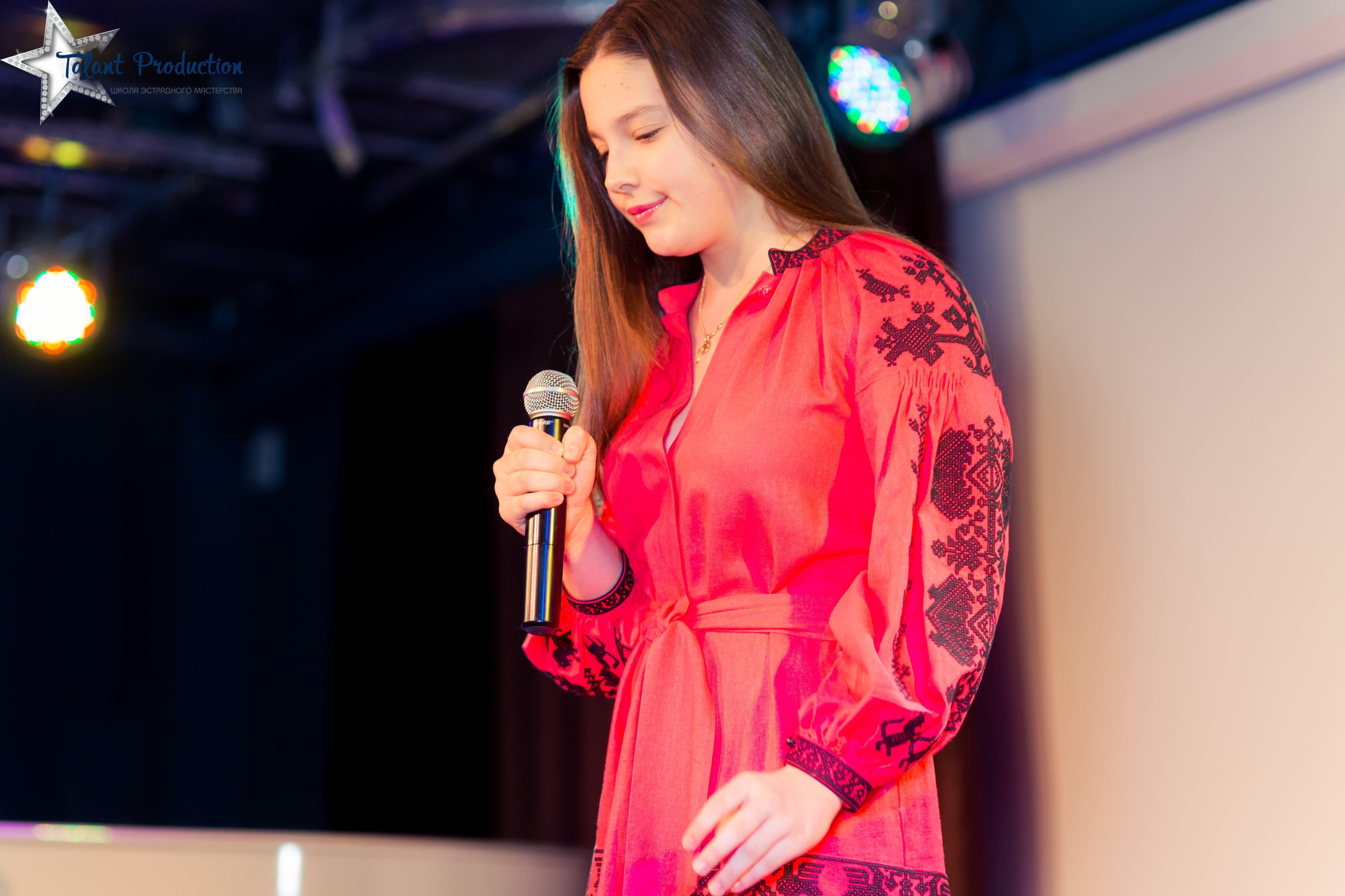 """Любовь Гриценко с презентацией cover версии композиции """"I look to you"""""""