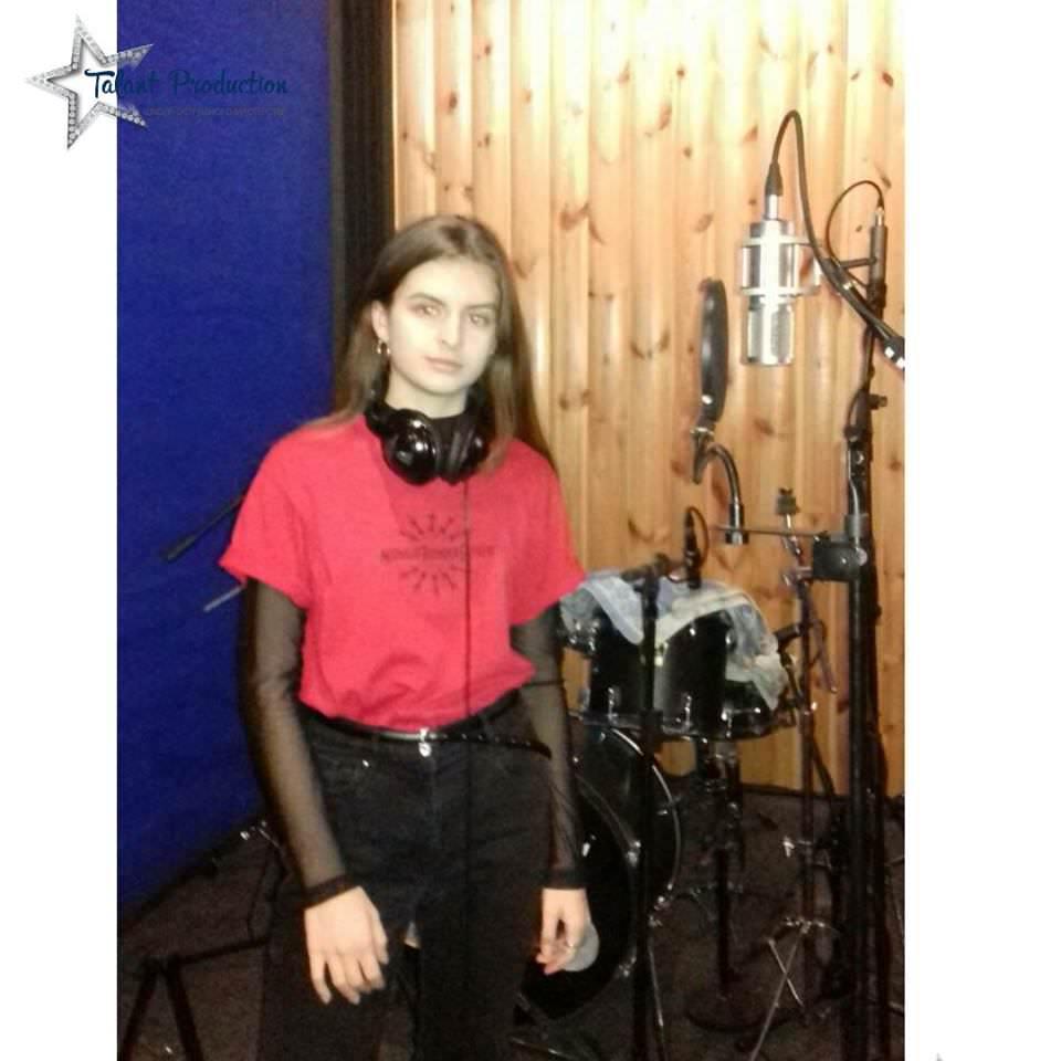 "Артистка ""Talant Production"" Анастасия Прокопчук в студии на записи нового трека"