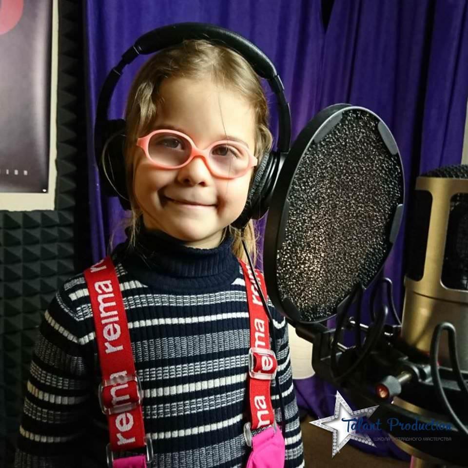 "Артистка ""Talant Production"" Соня Кушнир в студии на записи нового трека"