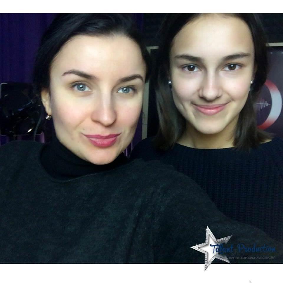 "Артистка ""Talant Production"" Дарина Терехина в студии на записи нового трека"