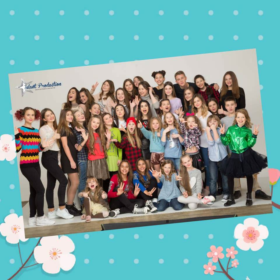 C 8 марта милые девочки, девушки, подружки, сестрички, мамы, бабушки