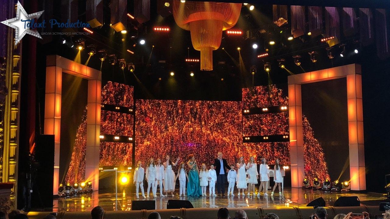 """На ежегодной премии """"Людина року"""" артисты """"Talant Production"""" выступили с финальным номером"""