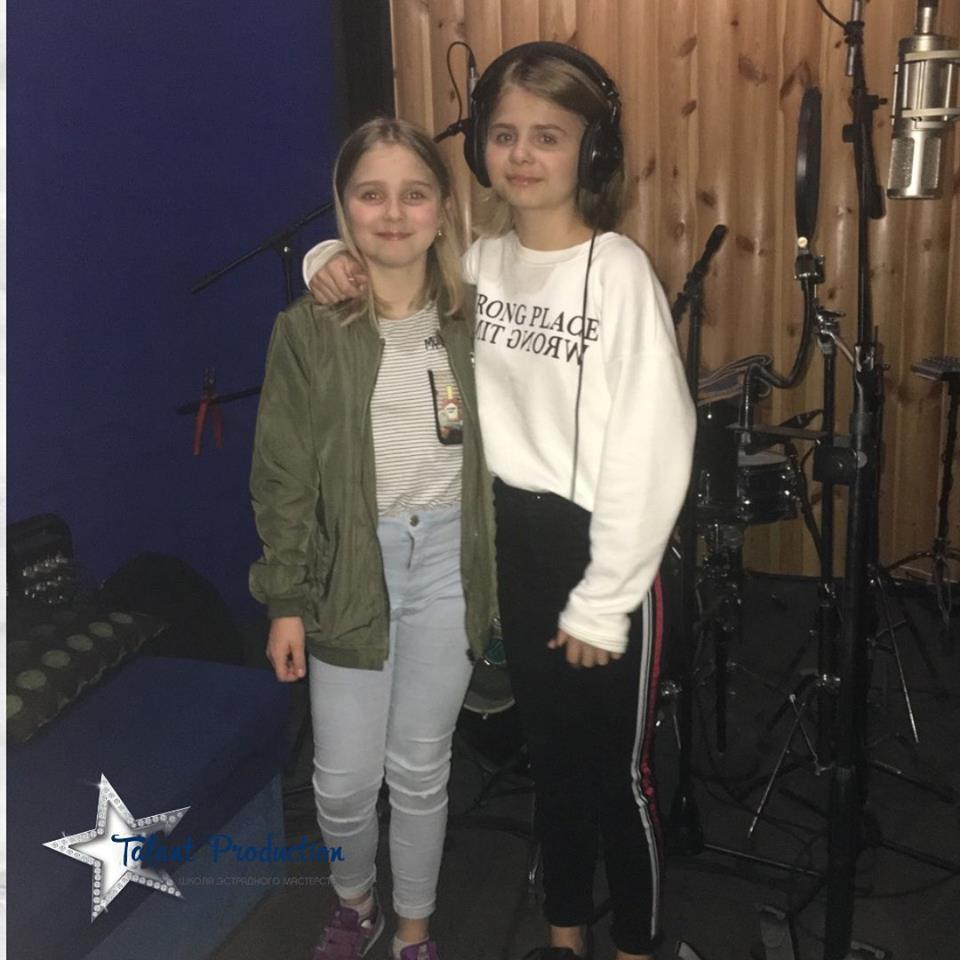 """Артистки """"Talant Production"""" Анна и Александра Яковина в студии"""