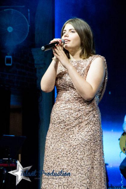 """Выступление артистки """"Talant Production"""" Марьяны Савонюк в Ocean Plaza"""