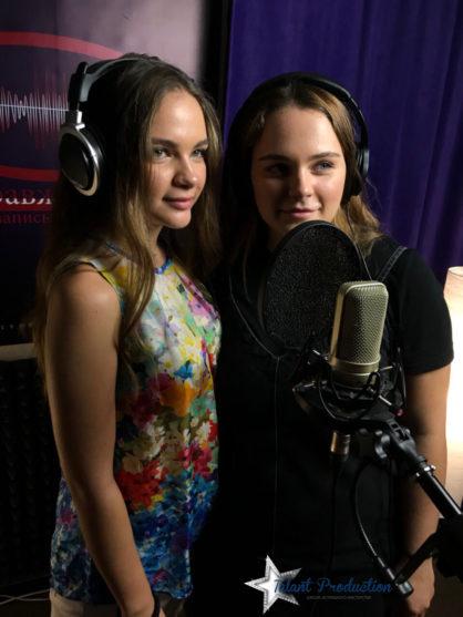 АртисткиTalant ProductionДаша и Настя Гусак, ученицы классаОльги Войтенко, записали свой новый трек.